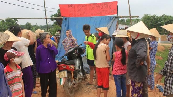 Người dân xã Yên Tâm dựng lều phản đối trại heo ô nhiễm môi trường